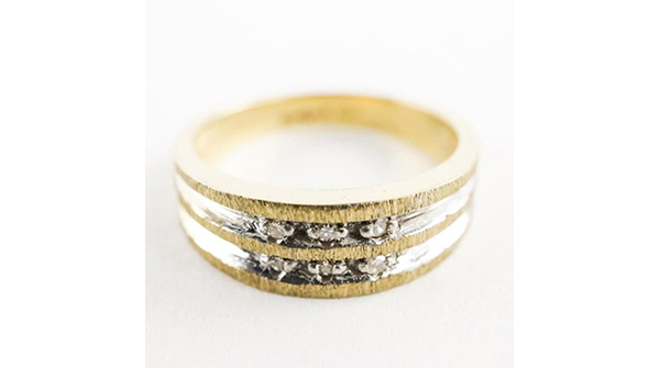 Estate 10kt Gold Band Ring Channel Set, Diamonds Size 7. 3.61gr https://auction.auctionnetwork.ca/Estate-10kt-Gold-Band-Ring-Channel-Set-Diamonds-S_i35939979… - Online Auction Wednesday February 12th, 2020 At 7:00 PM EST. Collector Estates | #Coins, #Banknotes, #Bullion, #Art, #Jewellery, #Sports & More! #OnlineAuction #CoinAuctions #EstateAuction pic.twitter.com/0oXxzoyd3V