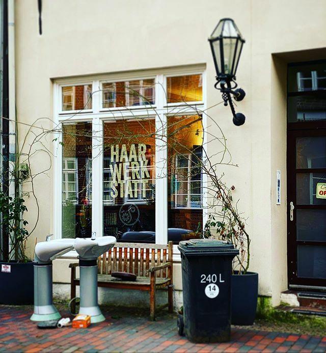 Outdoor Haarwäsche in Lüneburg . . . #Lüneburg #Altstadt #Salzstadt #Lüneburgcity #Hansestadt #HansestadtLüneburg #saltcity #meinLüneburg #meinNiedersachsen #shotoniphone #smartphonephotograpy #phoneography #fachwerk #altstadtliebe #lüneliebe #salzstadt https://ift.tt/39qL5XNpic.twitter.com/NgP6vVXWsi
