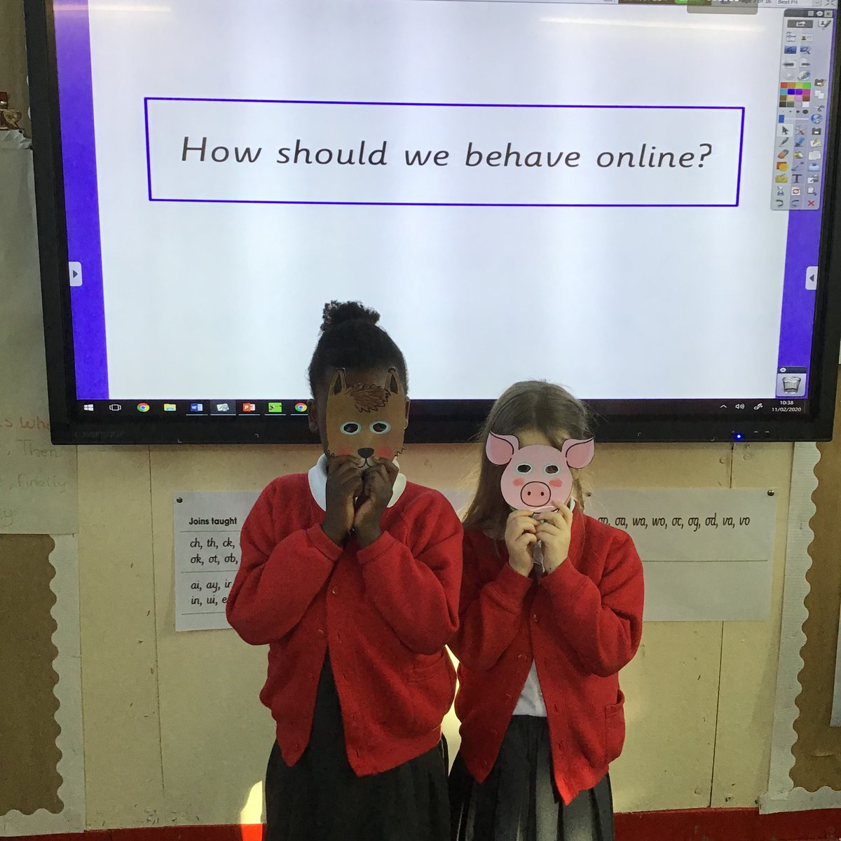 'How to stay safe on the internet' Using masks we were able to see that an identity of a person can be hidden and that if you say hurtful things to people online you can not see what effect you are having on their emotions. @NorthManorAcad #internetsafetyday https://t.co/6TNTYzwXiM