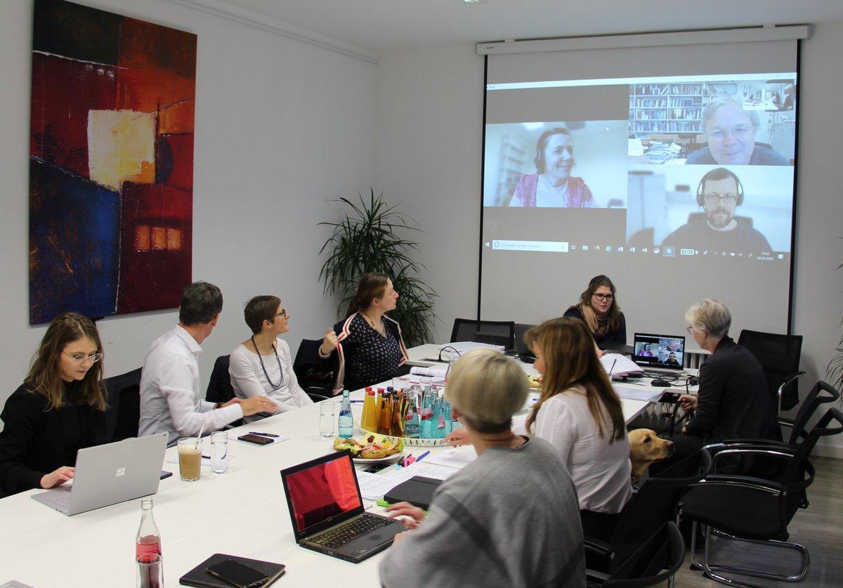 Gesprächstermin der @LPKRLP mit Hochschullehrer*innen der Universitäten Mainz, Landau und Trier über Umsetzung der Reform der #Psychotherapeutenausbildung. Weitere Gespräche sind geplant: https://t.co/hUxprn5dsi #PsychThG #PsychThApprO @Soziales_RLP @MWWK_RLP https://t.co/4QDdATNBvV