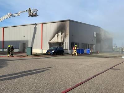 Uitslaande brand in carnavalsloods Hulst..