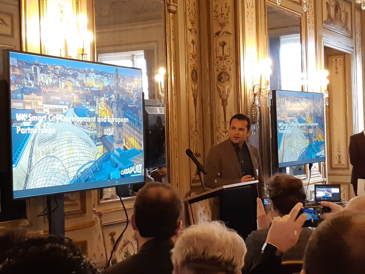 """""""A #smartcity is driven by people and enabled by technology"""".   @guilherme_joh and @nwalrave share their knowledge on #urbaninnovation at today's Future Cities conference @tradegovukBEL #SINBelgiumpic.twitter.com/lyAcii6vL6"""