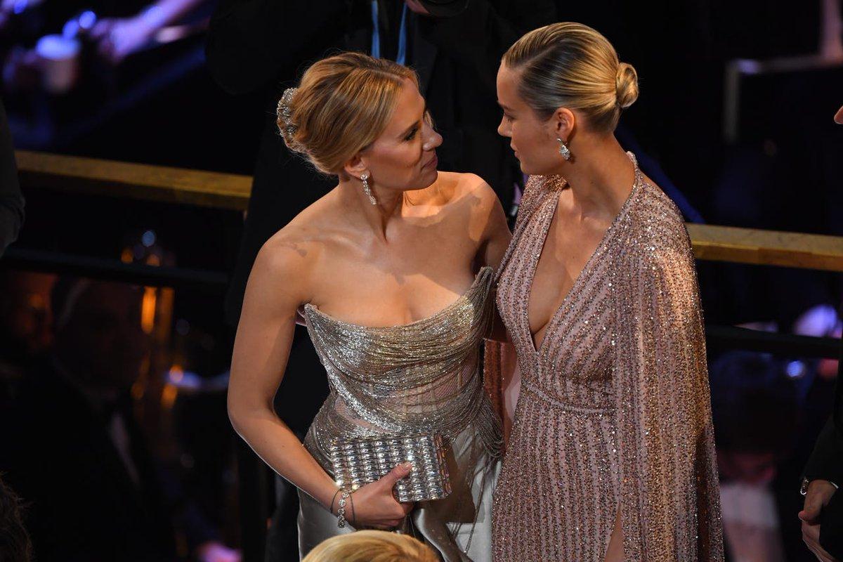 Scarlett Johansson and Brie Larson at the #Oscars pic.twitter.com/6vgKatGPJt