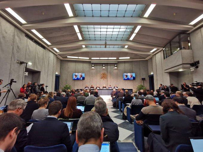 Rueda de prensa en el Vaticano