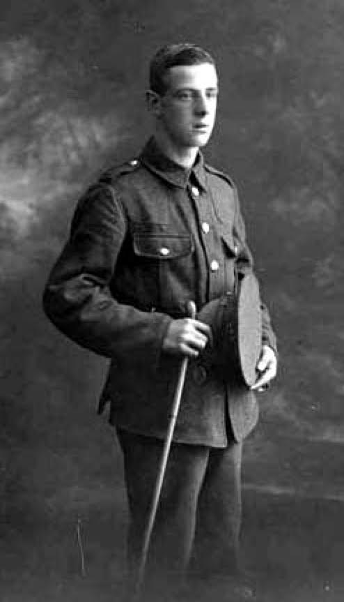 William Joseph Donnan, a 22-year-old clerk, from Manchester, fell on 9 October 1917 during the #BattleofPasschendaele. His brother George had been killed on 1 July 1916 at the Somme. Read his story on: archives.passchendaele.be/en/soldier/4639 #FlandersFields #passchendaele #LestWeForget