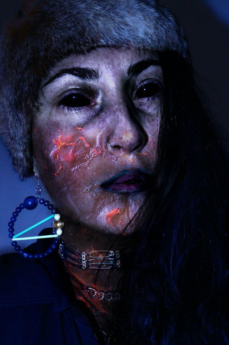 dans tous les âges de la Terre/le sculpteur de peau/cuirassier halluciné/a dépecé/fondu les os/le couteau toujours sous la viande #demonmakeup #digitalart #photography #auteur #ecriturecreative #sciencefiction #sciencefictionart #demongirl #blackeyes #darksurrealism #horrormakeup pic.twitter.com/kX848dWmZ4
