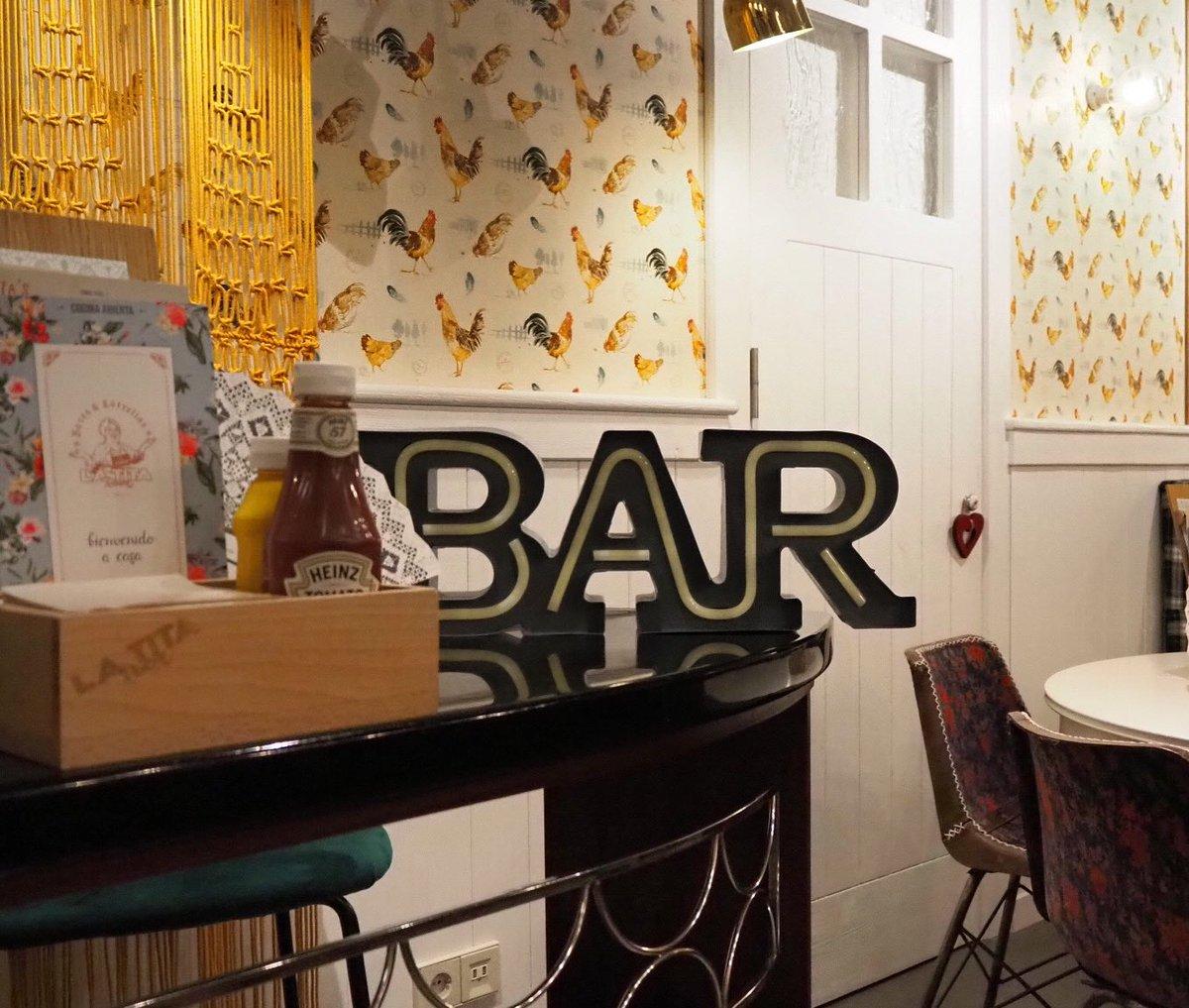 ¡No hay una barra de bar tan especial! ¡Perfecta y única para dos! En @LaTitaVigo tenemos un hueco para todos.  #Vigo #brunch #EstrellaGalicia #maeloc #LaTitaRivera #vigomola #vigocity #tanques #cerveza #cerveceros #locales #sidra #cider #bares #galiciacalidade #galicia