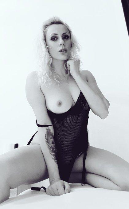 Hallo my sexy friends ❤❤❤❤❤❤😈😈😈😈 https://t.co/H6fnL1Ftgy