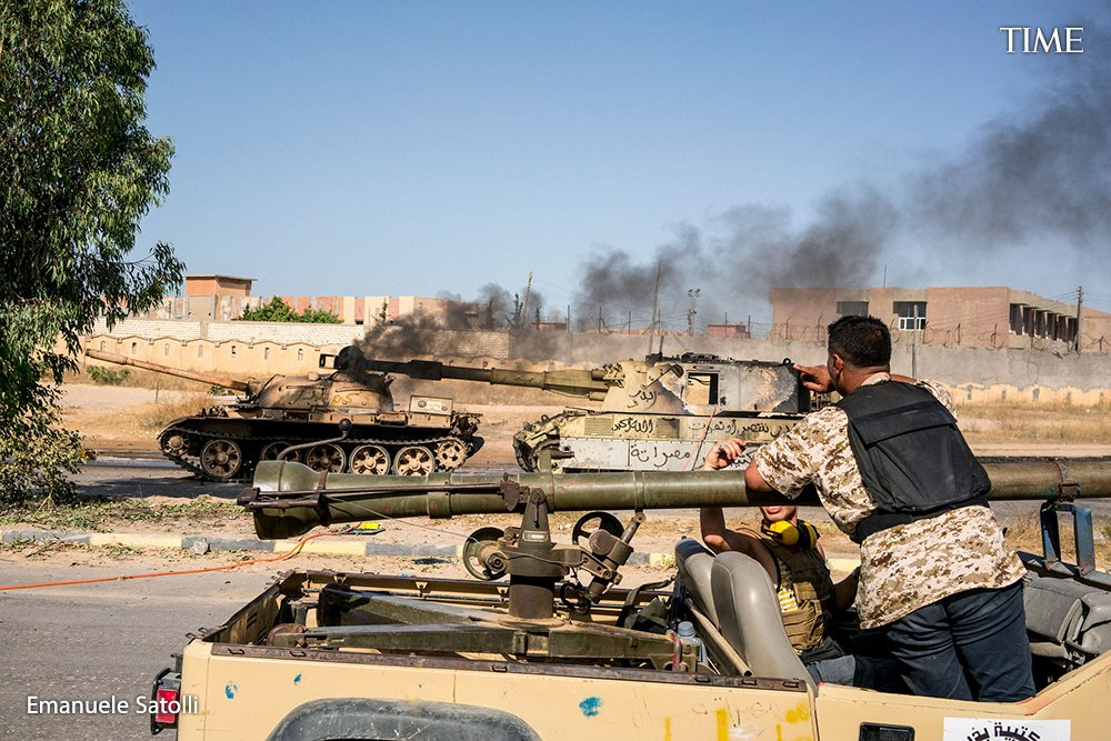 4/ The physical war is matched in intensity by battles on  TV and social media, where Libyan trolls and provocateurs are stirring up tensions between the country's west, where the UN-backed government sits in Tripoli, and east, where a rogue general launched his bid for power