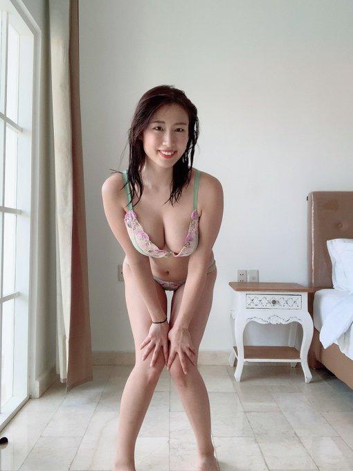 グラビアアイドル藤堂さやかのTwitter自撮りエロ画像1