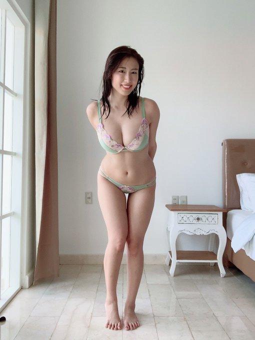 グラビアアイドル藤堂さやかのTwitter自撮りエロ画像2