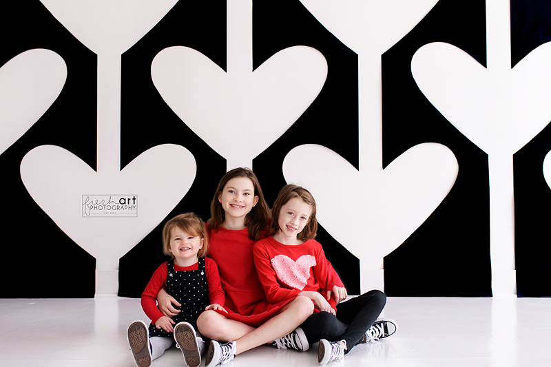 OK so I will admit - this backdrop was tough. It was hard to make and hard to edit but I really love how it all turned out! Super graphic and fun - parents can use these images in a playroom year round!pic.twitter.com/uEbOKdLGhl