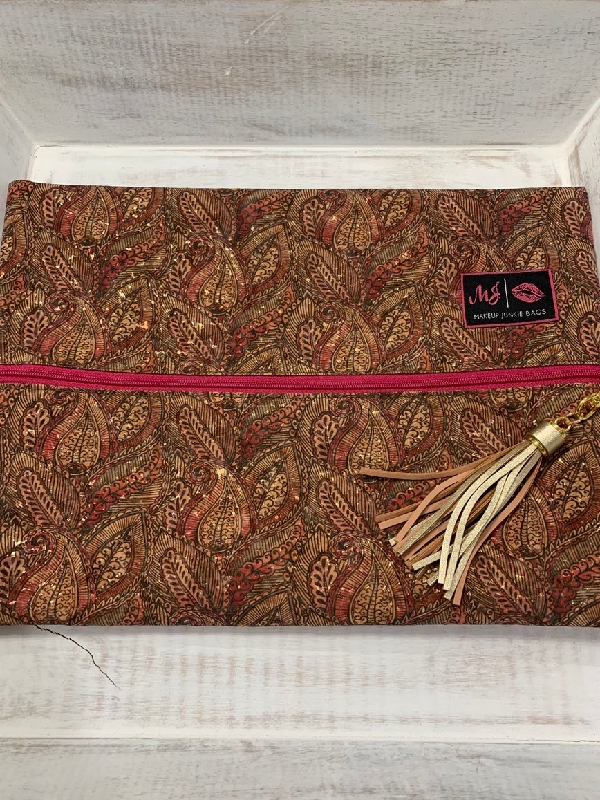 Corah Couture has many gorgeous Makeup Junkie bags like this Paisley cork bag!  Shop today at http://corahcouture.com!  #boutique #mobileBoutique #MobileBoutiques #boutiqueshopping #MakeupJunkieBags #MakeupJunkie #CorahCoutureBoutique #fashionstyle #fashion #style #fashionistapic.twitter.com/nclnVDCyY5