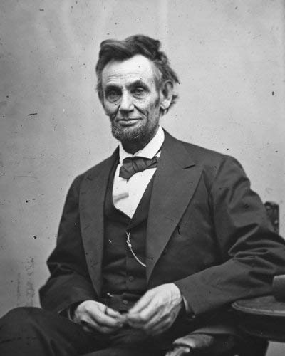 """""""Things may come to those who wait, but only the things left by those who hustle."""" -Abraham Lincoln #allergictofailure #addictedtosuccess #onlybelieversachievesuccesspic.twitter.com/aADn2A6pBp"""