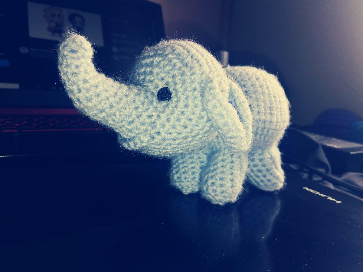 Piccolo elefante amigurumi - schema free_traduzione in italiano ... | 900x1200