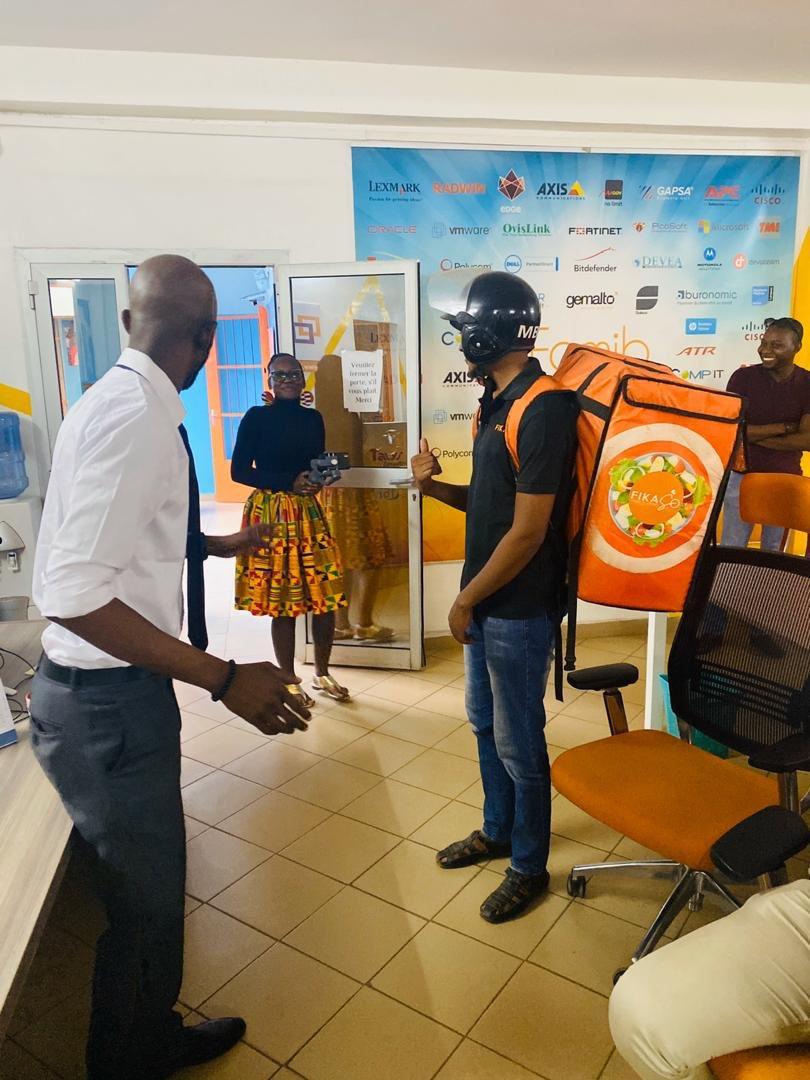 Satisfait du bon service rapide de @FikasoMali , nous avons immortalisé ce moment.#FamibGroup #Grin #FamibLabs