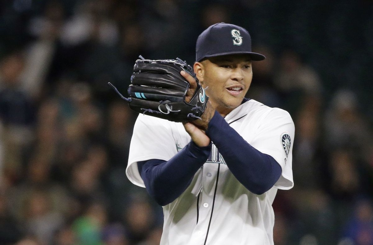 Taijuan Walker has arrived! He is in the @Mariners clubhouse! LFG! @tai_walker<br>http://pic.twitter.com/fr0oFJE1Fs