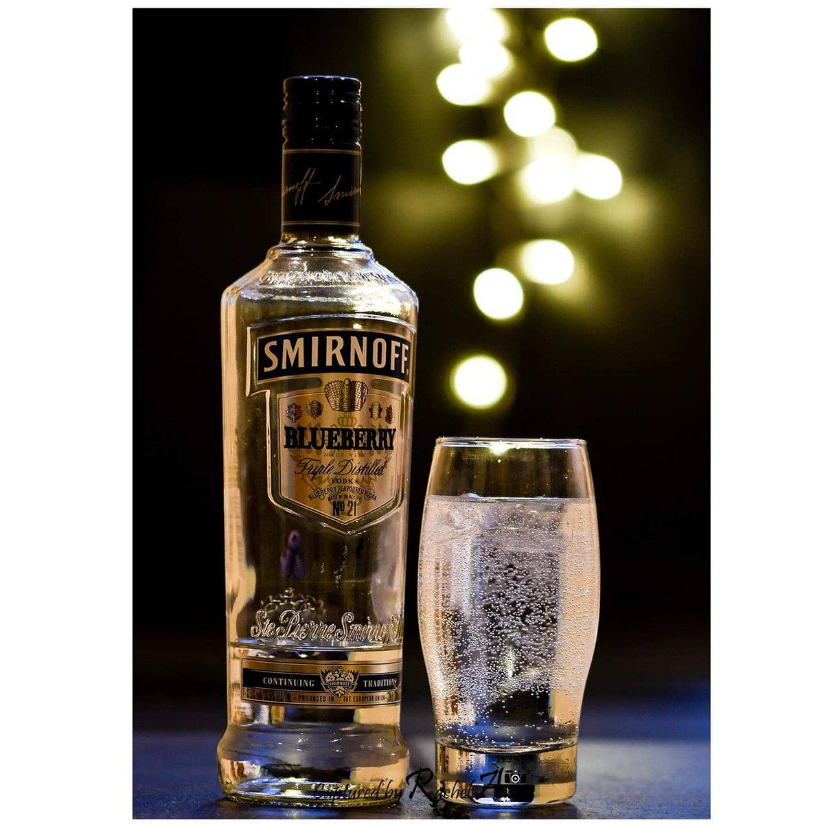 A bit of Bokeh of my favourite tipple!  #nikon #nikonphotography #nikond500 #capturedbyrachelanne #vodka #smirnoff #ciroc #bokeh #bokehphotography @ Llanbradach, Caerphilly, United Kingdom pic.twitter.com/jKuno8fxTY