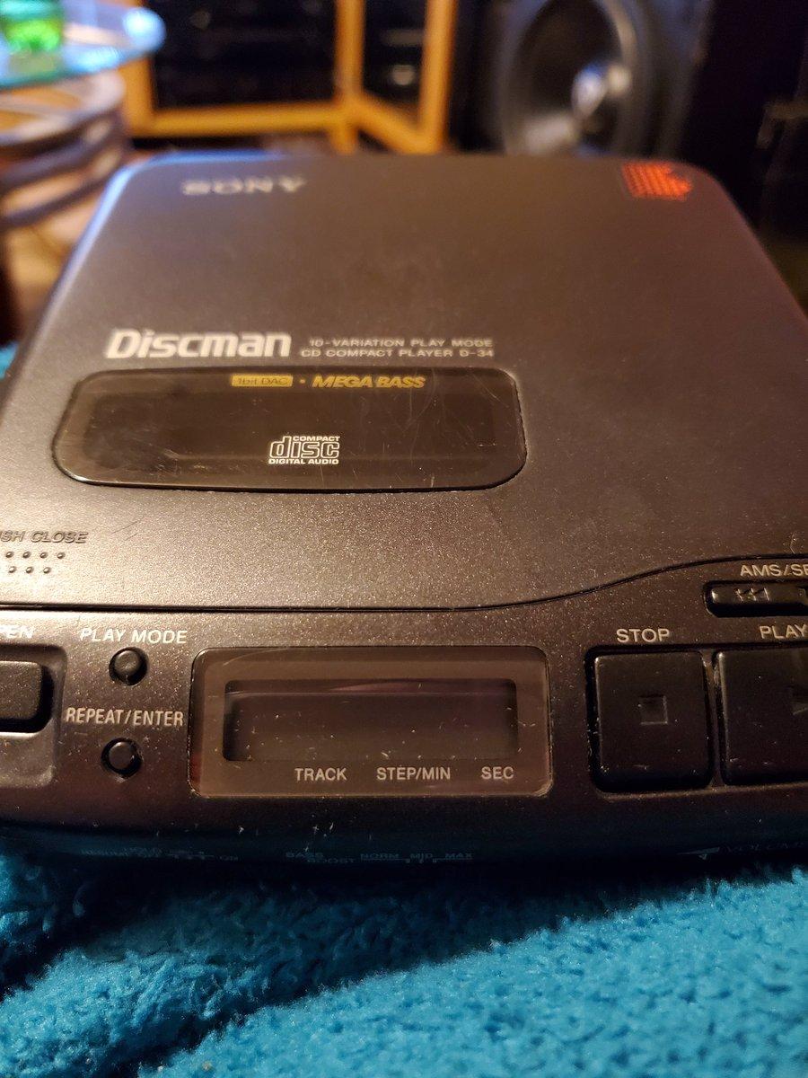 Old school 4 battery sony sounds great #electronics pic.twitter.com/7T0GaZ0kO8