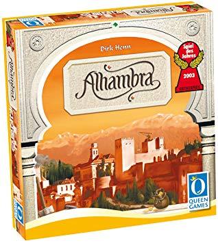 """In meiner Kindheit habe ich das Spiel des Lebens rauf und runter gespielt. Danach folgte eine lange Pause und das Familienspiel Alhambra hat mich zurück an den """"Tisch"""" geholt. Mit Dominion und Descent habe ich mich schließlich der Sucht vollends ergeben! #Türöffner #Brettspielepic.twitter.com/t31nC5GvvT"""
