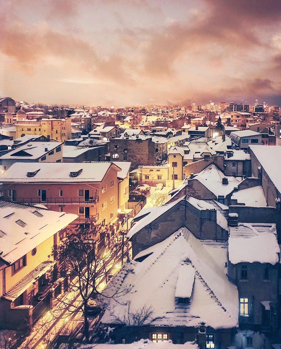 Winter warmth . . . . #bucharest #romania #city_explore #discoverbucharest #ig_europe #living_europe #ig_romania #moody #hello_rooftops #citybestpics #igworldclub #tv_living #passionpassport #creatorswillcreate #bestview #cityphotography #places_wow… http://dlvr.it/RPw4ZCpic.twitter.com/Phf77s5tj1