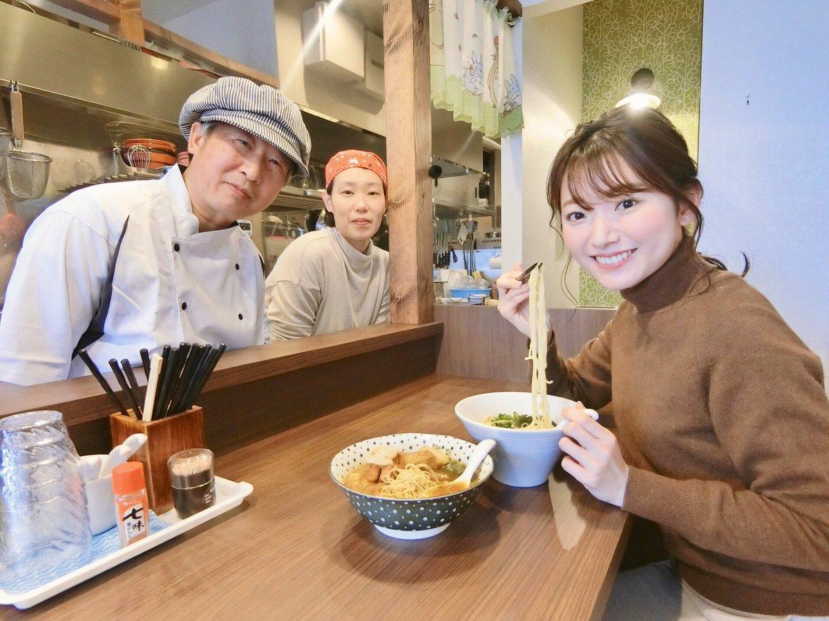 大徳小学校の向かいに、去年12月にオープンしたラーメン屋さん🍜✧  フランス料理店で働いていたご主人がつくるラーメンは、コンソメスープがベースであっさり♩ ごくごく飲めちゃう。 新メニューのカレーラーメンオススメです🍛❣️  📍ラ〜メンちゅるちゅる (@ej6tfGBtokFDaSw )  #石川テレビ #中継