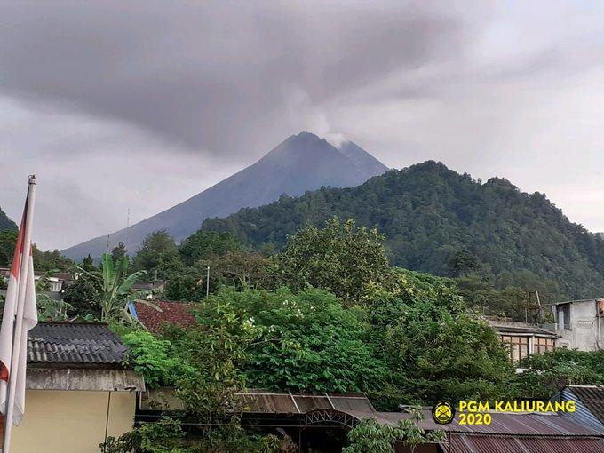 .Kaliurang visual #Merapi tampak, suhu udara 21.0 °C, kelembaban 75 %rh, pressure 918.8 hpa, angin tenang.