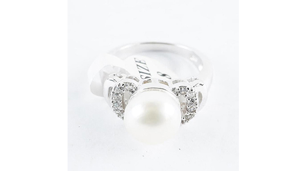 925 Silver, Pearl and Swarovski Elements Ring. Size 8 https://auction.auctionnetwork.ca/925-Silver-Pearl-and-Swarovski-Elements-Ring_i35940182… - Online Auction Wednesday February 12th, 2020 At 7:00 PM EST. Collector Estates | #Coins, #Banknotes, #Bullion, #Art, #Jewellery, #Sports & More! #OnlineAuction #CoinAuctions #EstateAuction pic.twitter.com/vodo8LgXQE