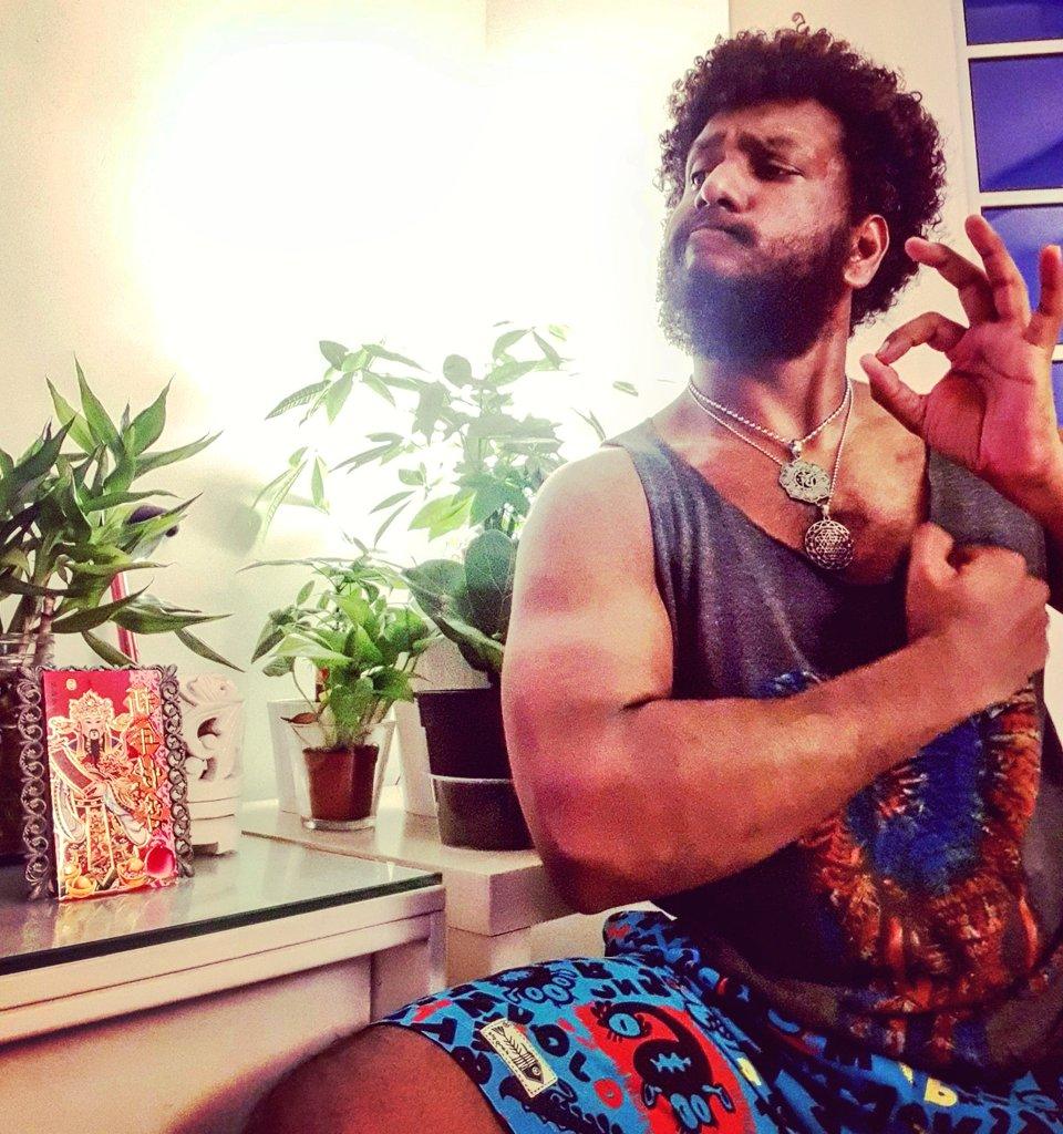 #bearded #beardedmen #beardedman #beardedbear #beardedlifestyle #beardeddad #beardedindian #indianbeardedmen #southindian #sinhalese #srilankan #malaysianindian #alaghaporanthathuentappa #sado #abamsado #abangsado #abgsado #afrohairstyle #afrohair #afrohairstyles #afropic.twitter.com/x3Zk4nbIpc