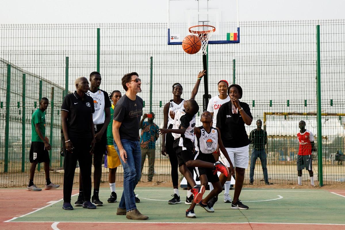 """PMcanadien on Twitter: """"Le premier ministre Justin Trudeau participe à un  événement sur la coopération sportive entre le Canada et le Sénégal qui  vise à promouvoir le leadership des jeunes, notamment des"""