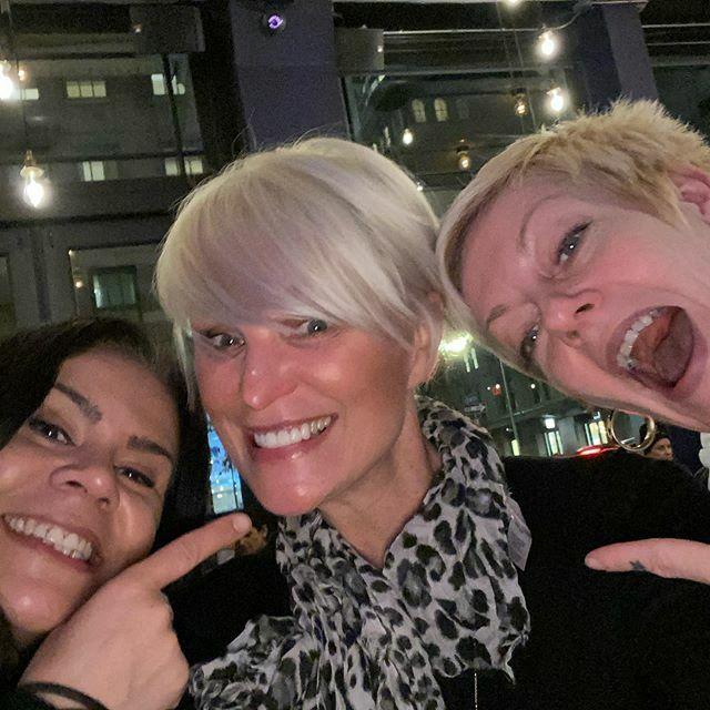 With my rocker girls, post-punk chop #PlatinumHair #Punk #MudhoneySalon #Tribeca #Ayumi https://ift.tt/37nX0nVpic.twitter.com/XxsTZ8ur7D