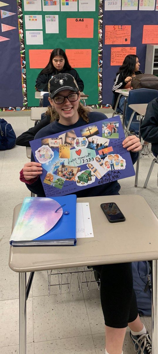 #Event planning students focus on their future by creating #vision boards #CTE monthpic.twitter.com/5T5ET0cyhq