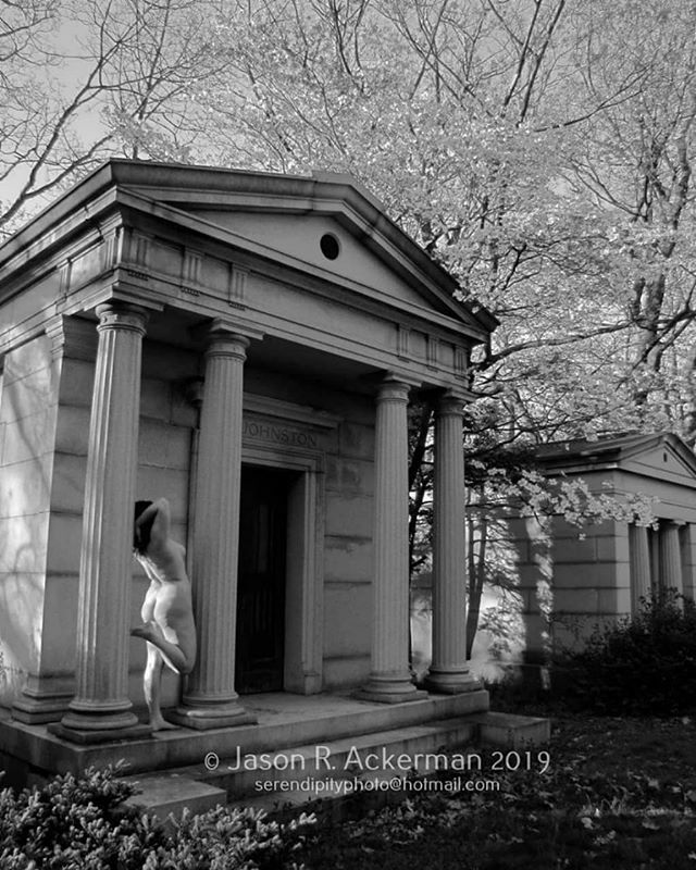 """From @photos.serendipity ・・・ """"Arched"""" P: Me.  Prints available. #fineartphotography #photography #cemetery #mthopecemetery #implied #figurestudies #spring #blackandwhitephotography https://ift.tt/37oqUbEpic.twitter.com/mZzLdH0OUq"""
