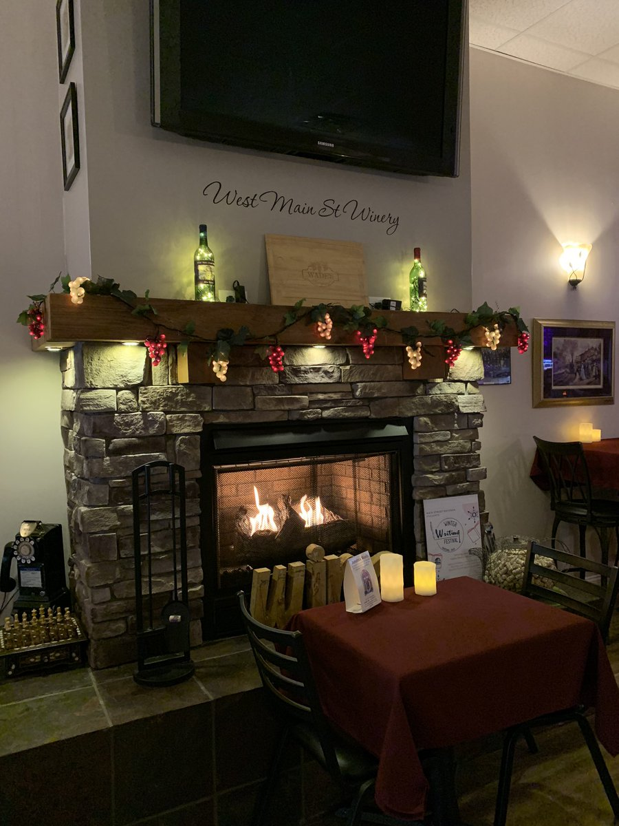 West Main St. Winery&Brewery in Ravenna. Small, quaint & cozy atmosphere with fantastic beer&wine. Live entertainment on Fri/Sat. Great hanging with DeAnne (owner) & son (the brew master) @scottparis @SamMattoni @JanetGugliotta @OhioDeptofAg @OhioWines
