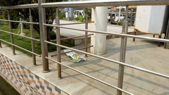 Wow gorakhpur nagar nigam The place of Gandhi statue also opened the cleaning pole in the dirt city.