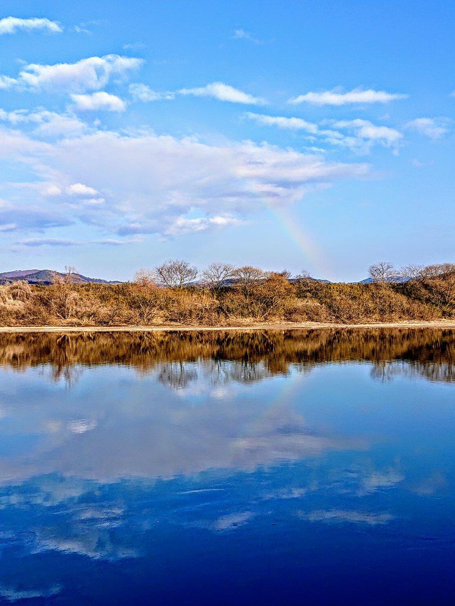 RNずーさんからいただいた #虹 の写真です🌈 #北上川 の水鏡レインボーも綺麗🌈🌈 (ずーさん掲載許可ありがとうございます)  みなさんに良いことがありますように!  #午後もやっぱり764 #阿部未来