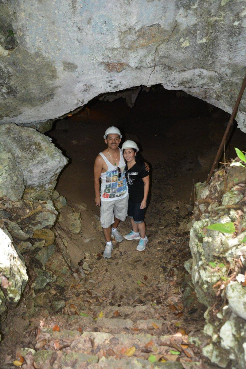 Unter so einem Bogen in den  Cenoten können Sie schöne Fotos für den Familienalbum machen. https://aktun-chen.com/de/blog/the-caves-of-quintana-roo.html…pic.twitter.com/Eg2VOPKnoc