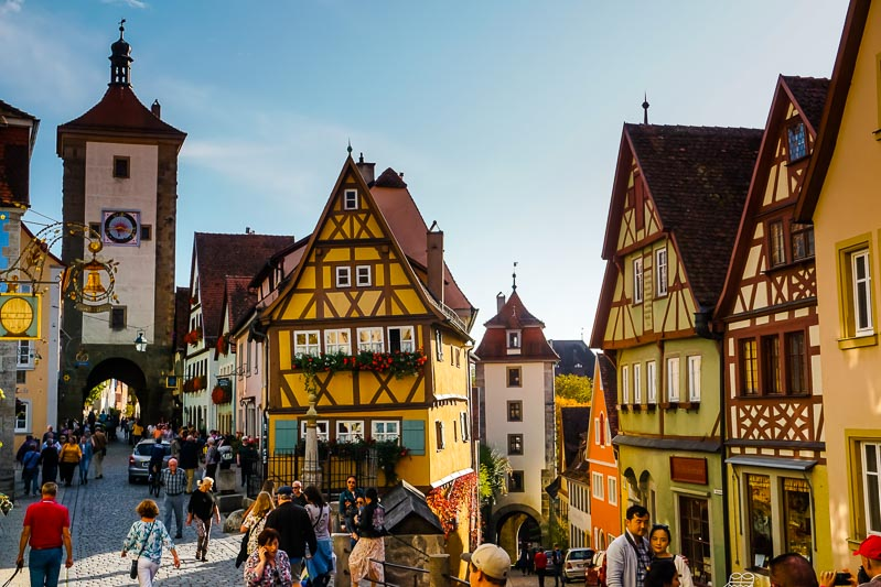Germany's Romantic Road is full of castles and fairytale towns. See the best of it on a day trip to Harburg Castle and Rothenburg ob der Tauber via @sheriannekay #weloverot @GermanyTourism @Travel http://ow.ly/Wdto50yl9qcpic.twitter.com/J0YRXtw2ji