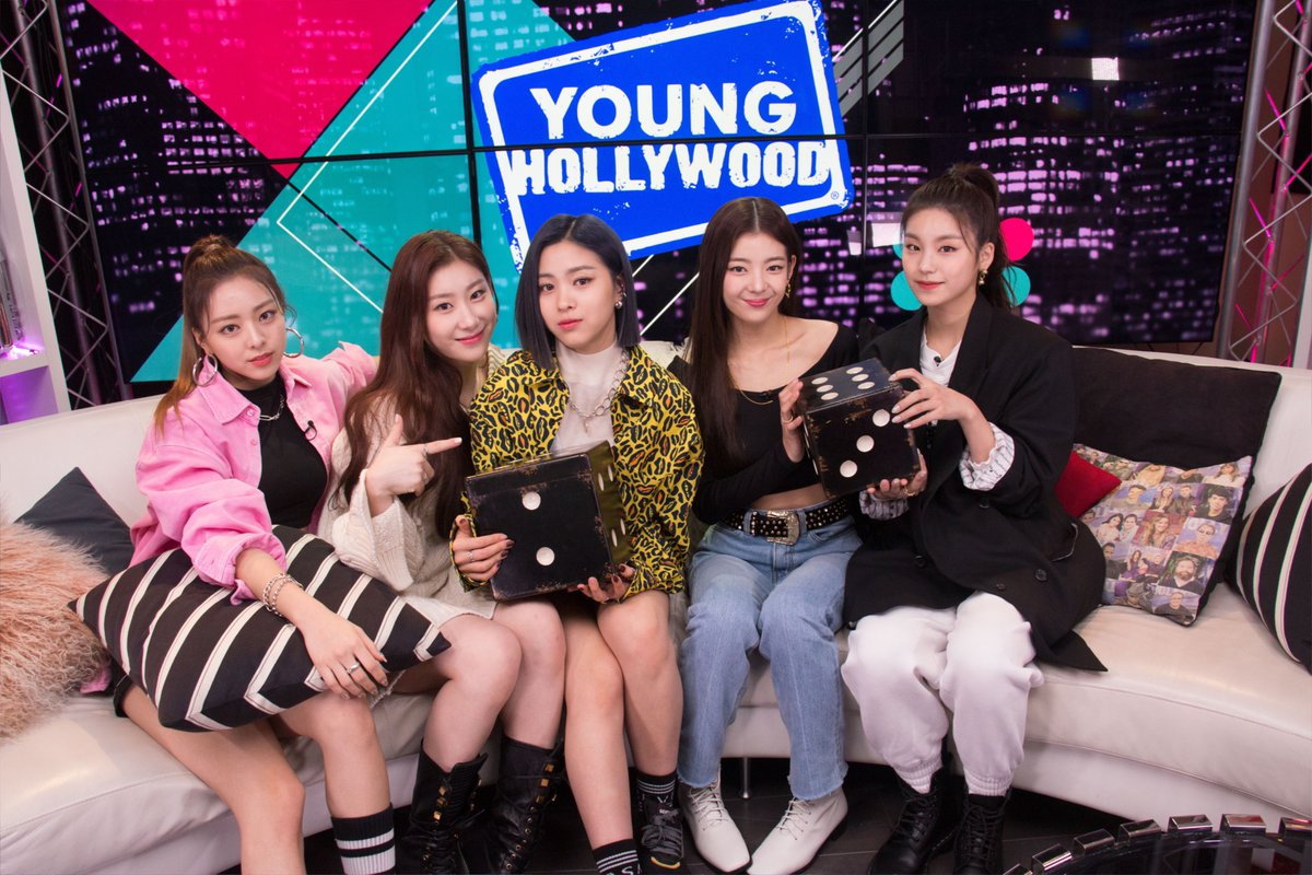 ITZY PREMIERE SHOWCASE TOUR ITZY? ITZY! IN #LA HAD SO MUCH FUN WITH @younghollywood #ITZY #있지 @ITZYofficial #MIDZY #믿지 twitter.com/ITZYofficial/s…