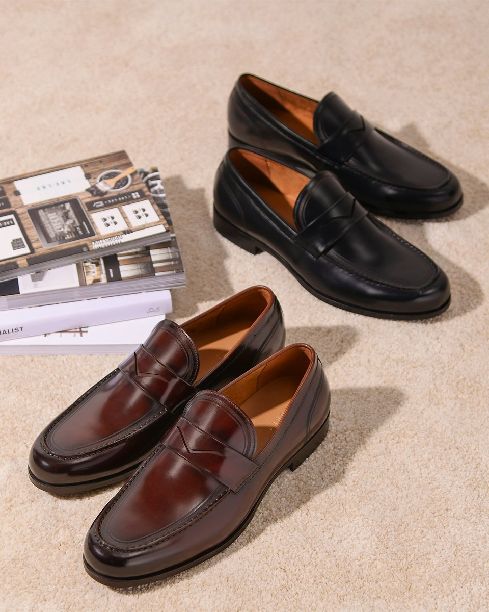 The sleek essential with the round-toe leather loafers. Dress it up or down through the week. View them here http://bit.ly/2w23v2L  #pedroshoes_official #pedross20