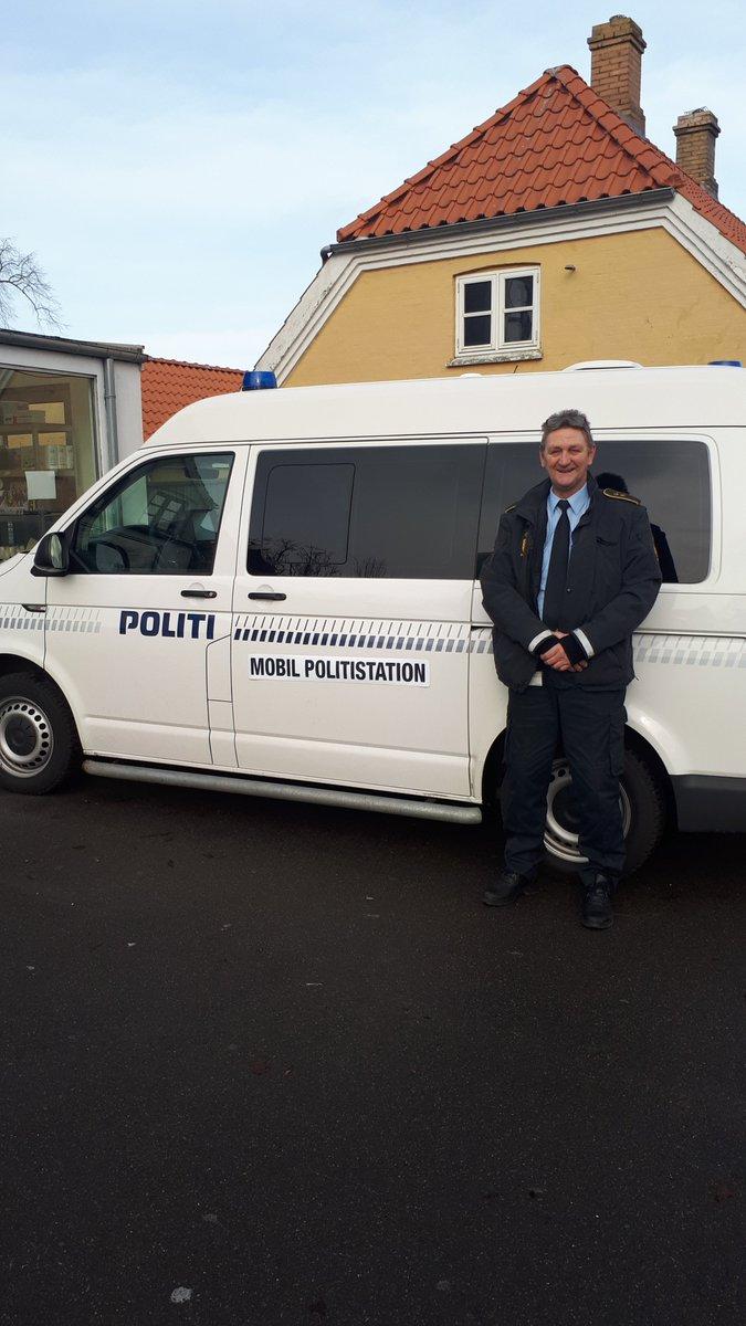Den mobile politistation er på plads ved Go On tanken i Bandholm. Kom og få en snak om stort og småt med de lokale betjente ... https://t.co/y2yWdsoYzr