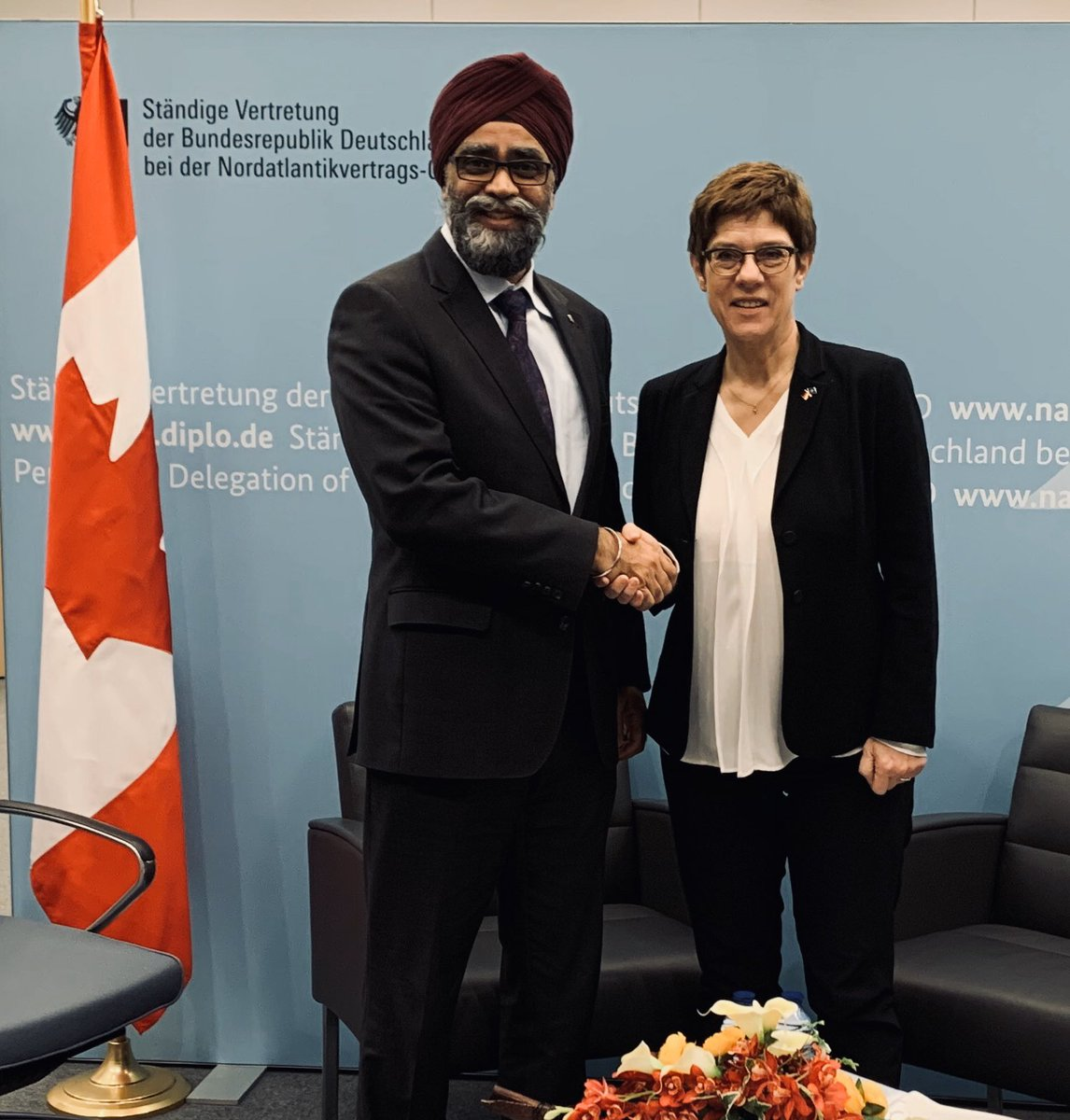 Whether in #Afghanistan or today in #Mali - Canada and Germany work closely together in many regions. A lot to talk about during the meeting with @HarjitSajjan, the Canadian counterpart of Minister of Defence Kramp-Karrenbauer in the margins of the NATO #DefMin.