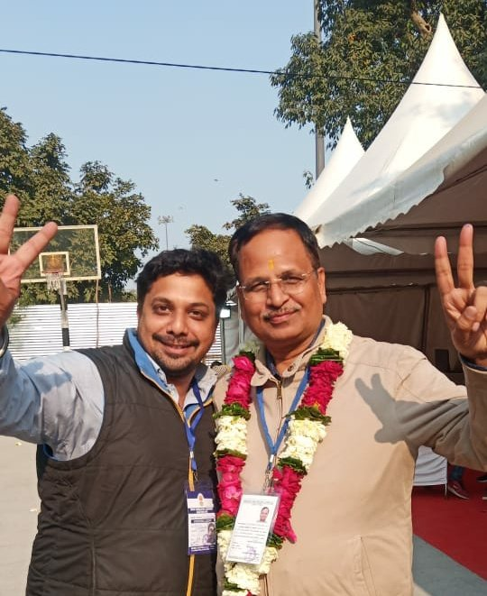 If the Broom sweeps away the muck, there will be no Lotus! Images from Shakur Basti, Health, PWD and Power Minister @SatyendarJain s constituency. Defeated the BJP in an RSS bastion by 7,500 votes by polling 51,165 votes. 2.5 months well spent! Euphoria!
