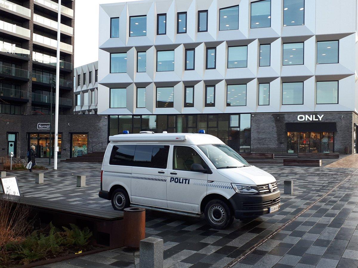 Den mobile politistation holder i dag ved Middelfart Rådhus fra kl. 10 til 14. #politidk https://t.co/ugPoywXKS6