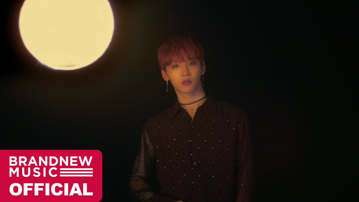 AB6IXs Jeon Woong moves in moonlight in Moondance MV allkpop.com/video/2020/02/…