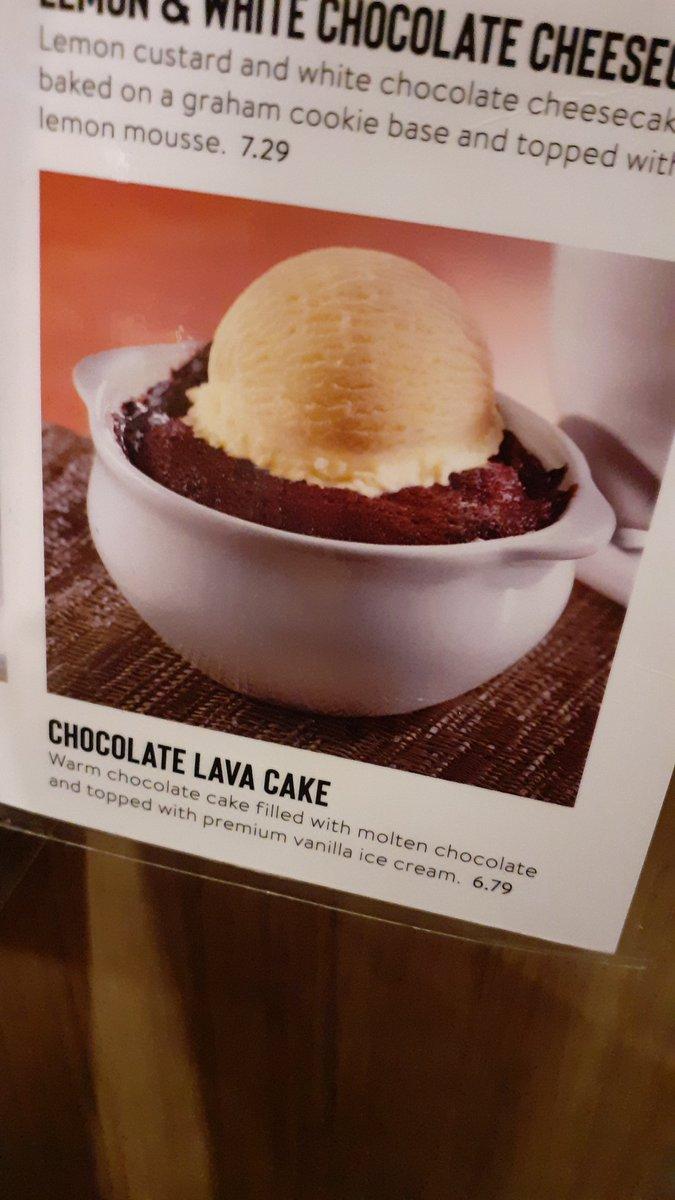 Got a Lava cake from @DennysDiner today.  Expectation vs Realty #fail #LavaCake #stillyummy pic.twitter.com/Cm8ywzw24O