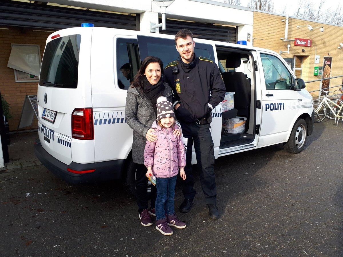 Vi har mange besøg af børn og forældre,  som nyder vinterferien her på Nordals.  #politidk https://t.co/T9SY5pHloc