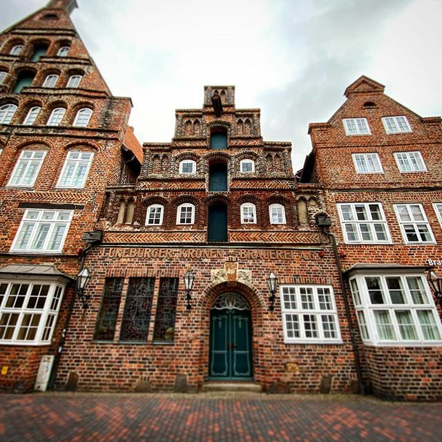 Lüneburg . . . #Lüneburg #Altstadt #Salzstadt #Lüneburgcity #Hansestadt #HansestadtLüneburg #saltcity #meinLüneburg #meinNiedersachsen #shotoniphone #smartphonephotograpy #phoneography #fachwerk #altstadtliebe #lüneliebe #salzstadt https://ift.tt/2UMW7CDpic.twitter.com/xPDzQwFW7T