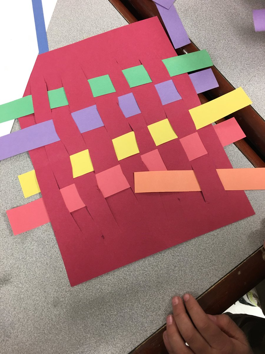 Paper weaving success #handsonlearning #VisualArt <br>http://pic.twitter.com/R4YZOKC7EY