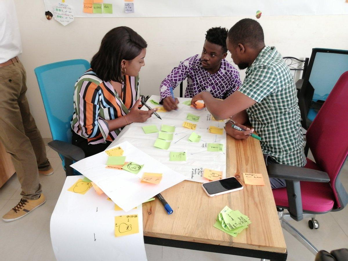 Hello Yuxies!Aujourd'hui nous accueillons les candidats de notre deuxième formation UI Design pour un Workshop de sélection où il devront concevoir ensemble une App qui peut mesurer la qualité de l'air À Dakar ! Work in progress...#UI #UX #design #workflow #Wireframing